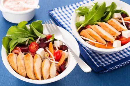receita-file-de-frango-com-salada-brotinho-dia-a-dia-615742.jpeg