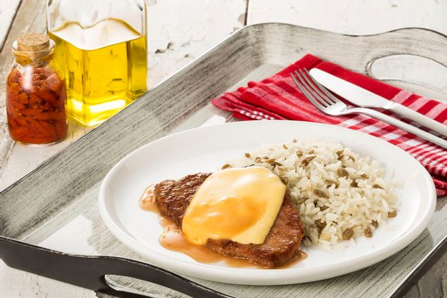 receita-bife-de-patinho-com-queijo-estepe-e-arroz-de-girassol-dia-a-dia-616175.jpeg