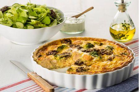 receita-quiche-de-frango-com-cogumelos-e-salada-com-queijo-615759