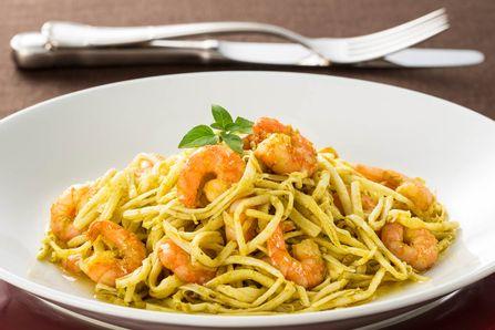 receita-camarao-ao-pesto-com-espaguete-de-pupunha-615776