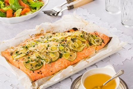 receita-salmao-ao-papilote-com-salada-verde-de-salmao-curado-616403