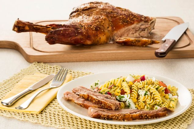 receita-paleta-de-cordeiro-com-salada-fria-de-fusili-599071
