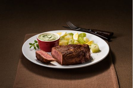 receita-file-de-costela-com-maionese-verde-e-salada-de-batata-615483