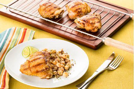 receita-sobrecoxa-de-frango-ao-curry-com-salada-de-grao-de-bico-615744
