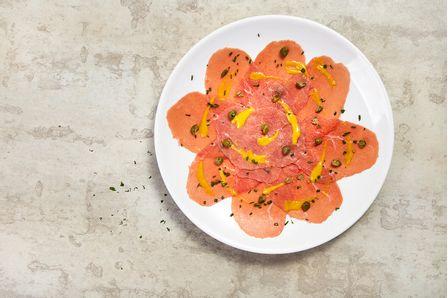 receitas-Carpaccio-bovino-com-molho-de-mostarda-e-alcaparras-615674