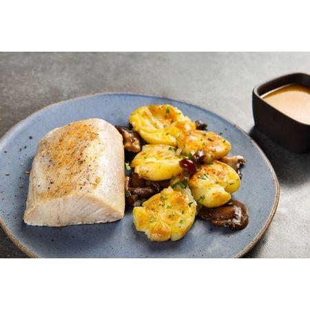 receitas-File-de-dourado-do-mar-com-molho-de-maracuja-e-batatas-ao-murro-com-cogumelos-617583