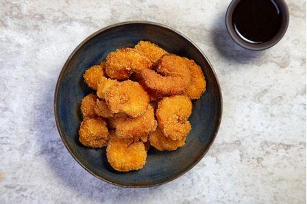 receitas-camarao-empanado-servido-com-molho-tare-618252